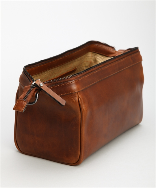 Loake Thames Wash Bag Brown